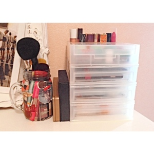 In the right corner of my desk I keep all my makeup. I have my brushes inside a cup I decorated with makeup pictures from magazines. I then have the Urban Decay Naked 3 pallet and a M.A.C. pallet too. Then I have a 3-drawer organizer to store the rest of my makeup. (If you would like to see an in-depth post of my makeup collection let me know).